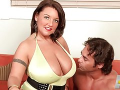 Obese girl topless mom porno videos busty fats